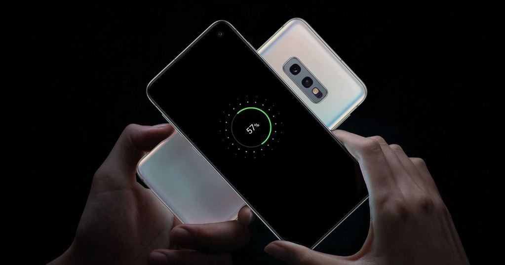 Samsung Galaxy S10e - dzielenie się energią